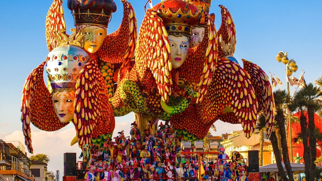 Five carnivals from fear near Italy